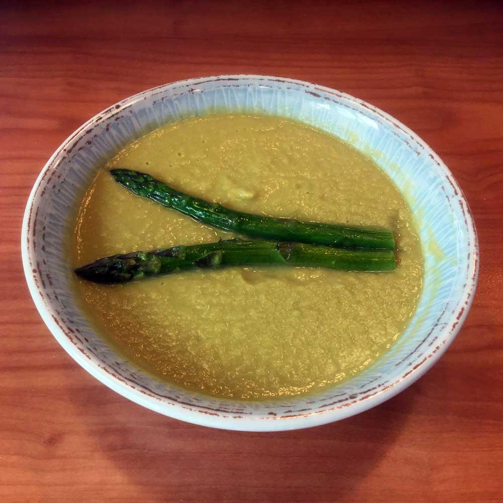 Crema de trigueros y puerro y trigueros a la plancha con ensalada crujiente
