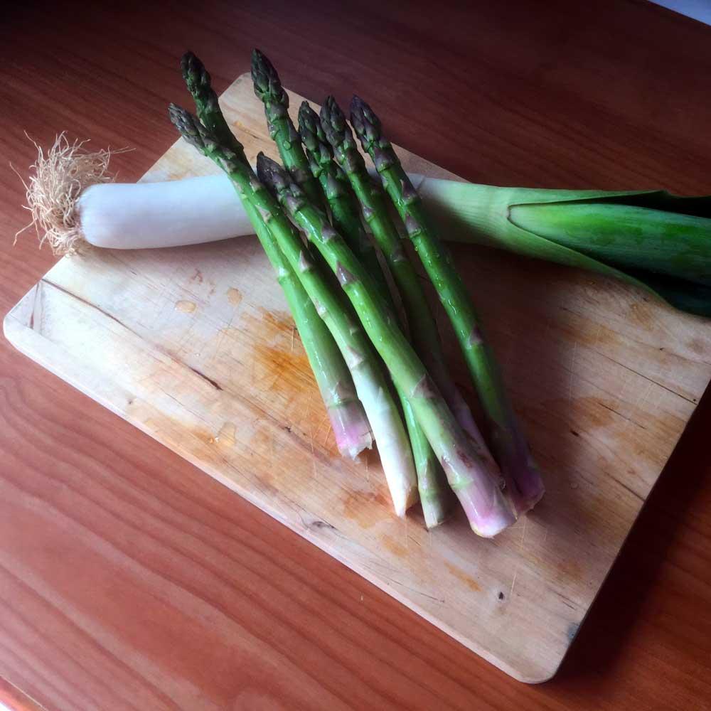 Crema de trigueros y puerro y trigueros a la plancha con ensalada crujiente. Ingredientes.