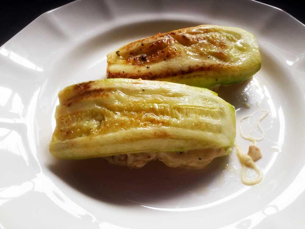 Sándwich de calabacín relleno de queso y pollo. Exquisita receta.